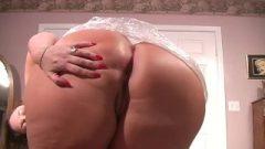 Huge Butt Farting (Close Up)